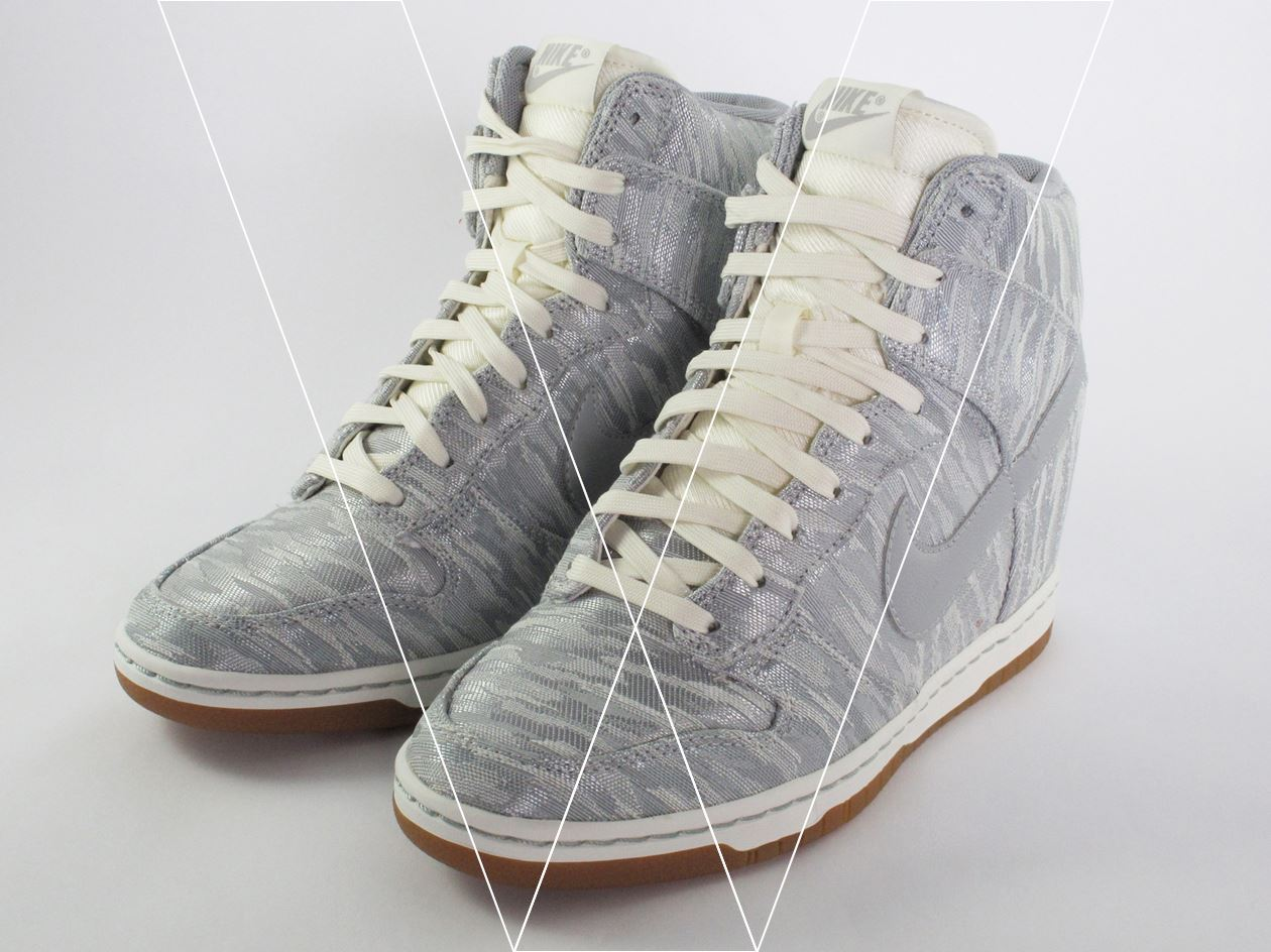 7d3927aeec4f How to spot fake Nike Dunk (WMNS) Sky Hi PRM in 15 steps